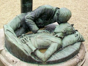 bartholome-wife-tomb-crc3a9py-en-valois_60_monument_aux_morts_dc3a9tail_devant_lc3a9glise_hameau_de_bouillant